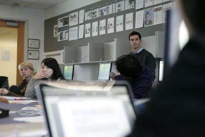 Jeremy Gilbert teaches his undergraduate Medill Advanced Interactive Design class in Winter Quarter, 2009.